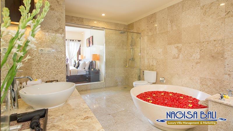 the reika villas bathroom with bathtub by nagisa bali
