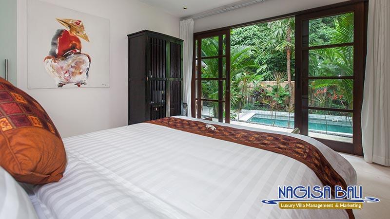 villa liang master bedroom by nagisa bali