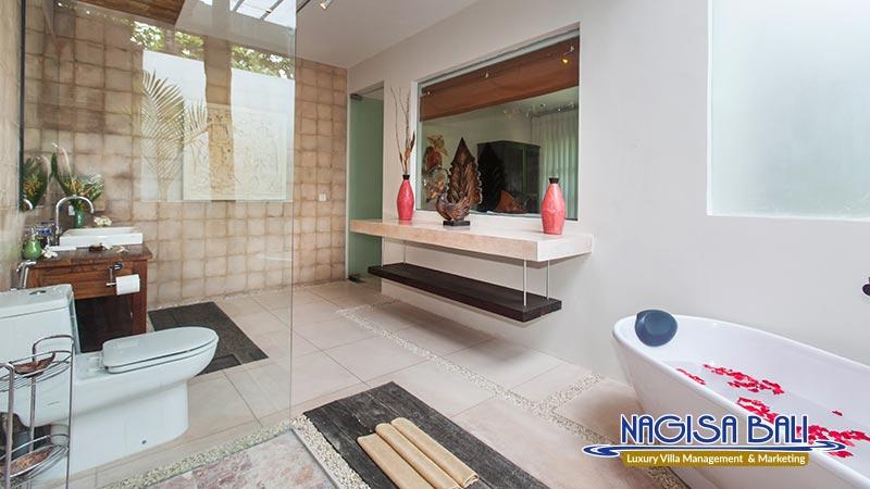 villa liang clean bathroom by nagisa bali