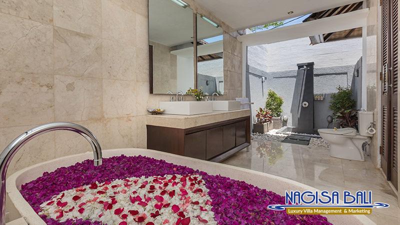 villa litera seminyak beautiful bathtub by nagisa bali